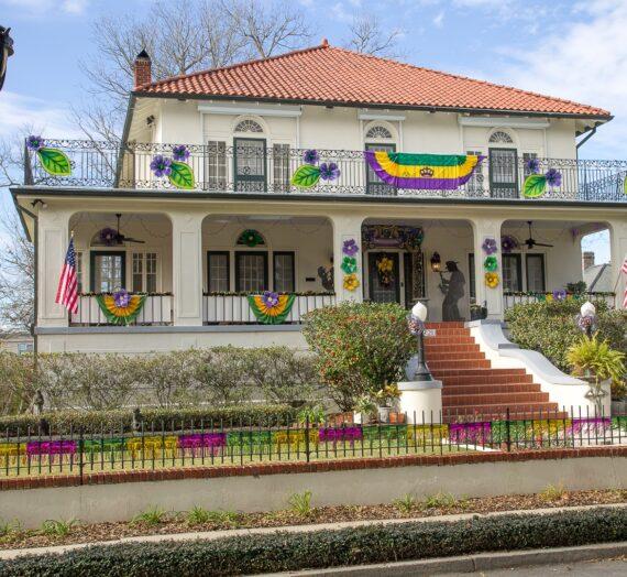Parading Historic Gretna's House Floats